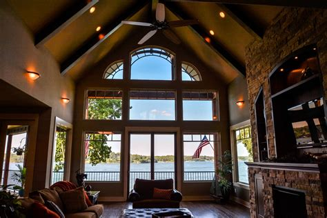 3 Story Lake Cabin With Great Room & Cathedral Ceiling