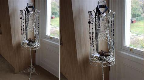 valet de chambre en fer forgé grand mannequin en fer forgé blanc antique buste de couture antiquités et boutiques