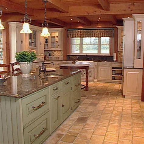 Wonderful English Cottage Style Kitchen With White Wooden
