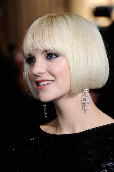 stylenoted faris does the classic one length bob