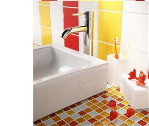 salle de bains coloree tableau et papier peint quel style pour ma salle de bain