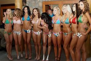 File:Bikini competition candid contestants 2012.jpg ...