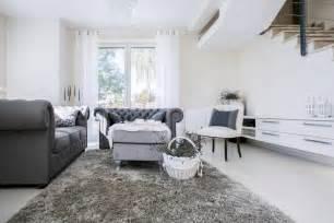 wandfarben fã rs wohnzimmer wohnzimmer gestalten grau braun wohnzimmer einrichtung in grau wei mit chesterfield sofa in grau