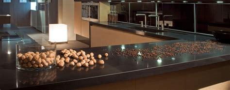 Kā pareizi kopt virtuves galda virsmas