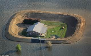 Memphis Bedroom Set by Mississippi Flooding Homes With Levees