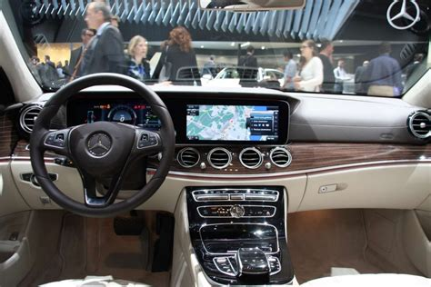 mercedes classe e interieur photo l int 233 rieur de la mercedes classe e hybride rechargeable un avion de chasse