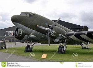 Www Eq 3 De : aviones de douglas dc 3 foto de archivo imagen 10363510 ~ Lizthompson.info Haus und Dekorationen