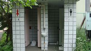 Filepublic toilet in japanjpg wikimedia commons for Public bathrooms in japan