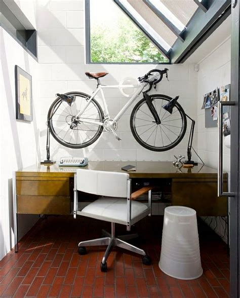 velo bureau le support à vélo défie la décoration d intérieur