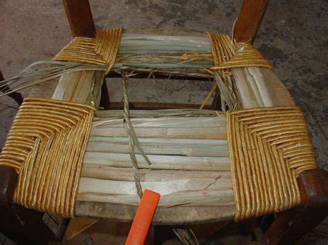 comment rempailler une chaise rempaillage d une chaise table de lit a roulettes