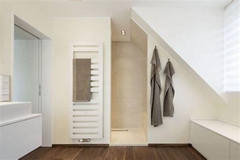 dusche unter dachschräge 9 besten dusche dachschr 228 ge bilder auf badezimmer dachausbau und badezimmer dachschr 228 ge