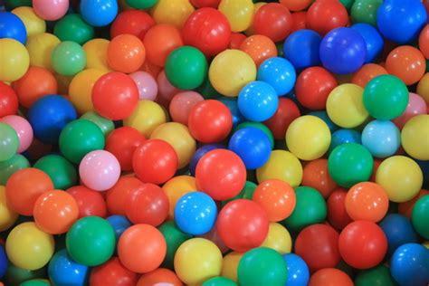 Baseins ar >1000 krāsainām bumbām (183 cm) - Izklaides ...