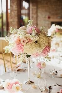 un gros bouquet de fleurs pour creer une decoration de table With déco chambre bébé pas cher avec bouquet de fleurs mariage