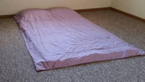 auf boden schlafen matratze zum schlafen auf den boden legen gut oder nicht matratzen info testberichte