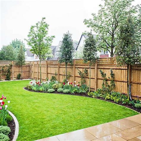 Decorating Ideas For New Builds by 25 Ideas For Decorating Your Garden Fence Diy Home