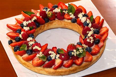 cuisine recette dessert tarte couronne aux fruits rouges à la crème au basilic