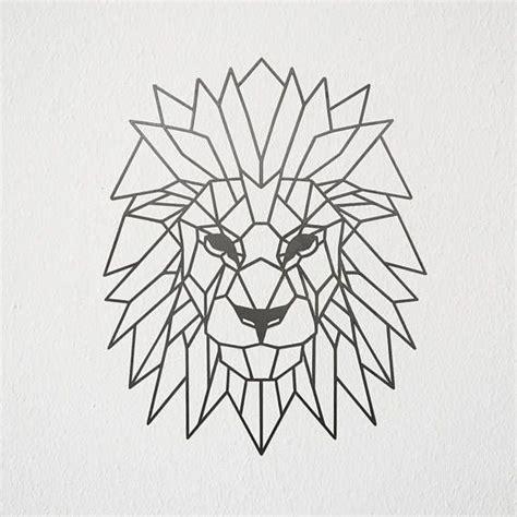 geometric lion metal art en  tatouage lion