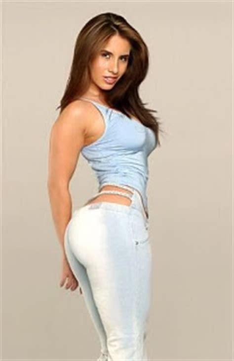 A Look Former NFL Cheerleader & Model Nikki Giavasis