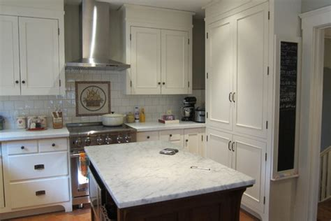 kitchen cabinets with hinges exposed should cabinet hardware match exposed hinges 8181