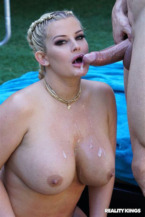 fat whore julie cash fucks tattooed guy outdoors photos