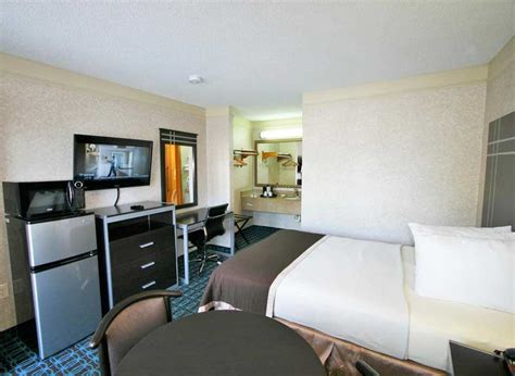 Rooms Deluxe Inn Fayetteville North Carolina Nc Hotels