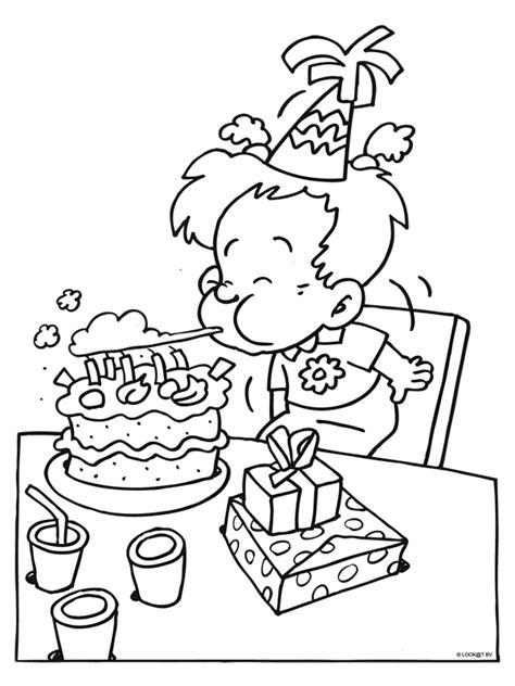 Kleurplaat Feest Verjaardag by Kleurplaat Kaarsjes Uitblazen Verjaardag Birthday