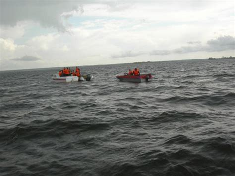 Tourist Boat Sinks by Tourist Boat Sinks In Russia S Volga River 100 Killed