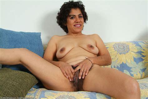 Hairy Porn Pic » Cute mature hairy latina Majal