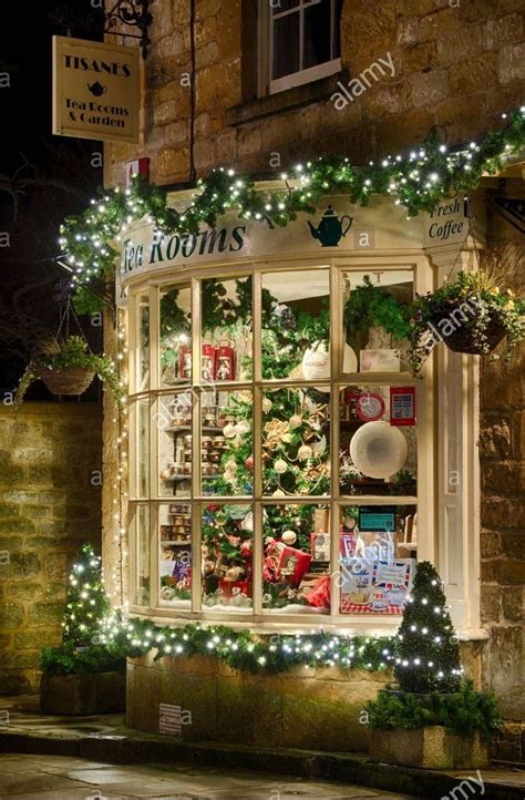 christmas windows ideas  pinterest xmas