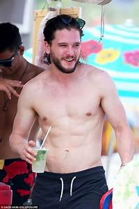 Game Of Thrones actor Kit Harington shirtless on the beach ...