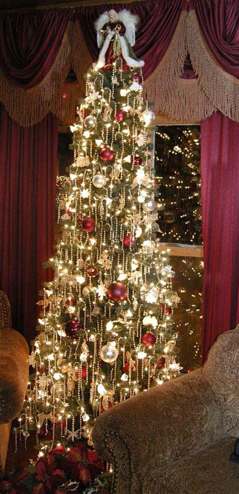 exquisitely stunning victorian christmas decorating