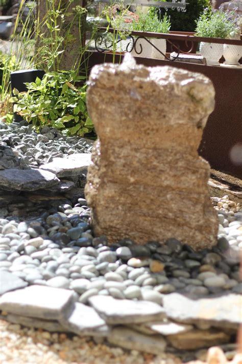wasserspiel brunnen naturstein quellstein muschelkalk wasser im garten ausstellung