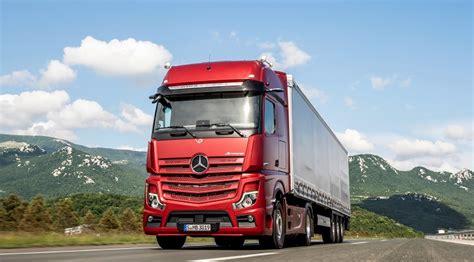mercedes benz unveils  actros truckanddrivercouk