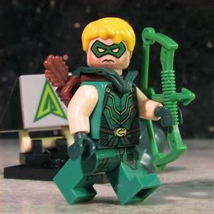 New Custom GREEN ARROW Lego size Minifigure with 2 Hoods Hair