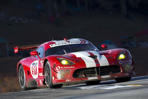 dodge discontinues viper gts  racing program news top speed