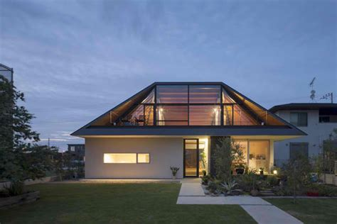 Hipped Roof : A Modern Hipped Roof House In Japan