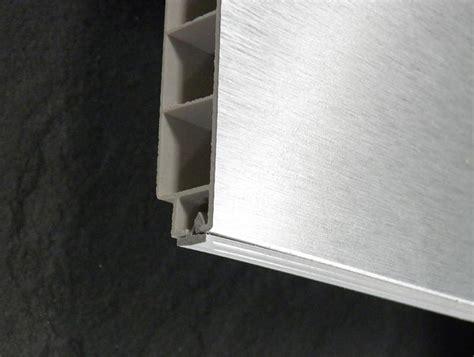 hauteur plinthe cuisine socles alu finition de cuisine pas chère socle alu h16 5 cm l195cm