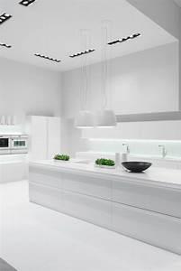 Weiße Hochglanz Küche Reinigen : hochglanz fronten 5 ideen und inspirierende bilder mit k chen in hochglanz optik k chentrends ~ Markanthonyermac.com Haus und Dekorationen