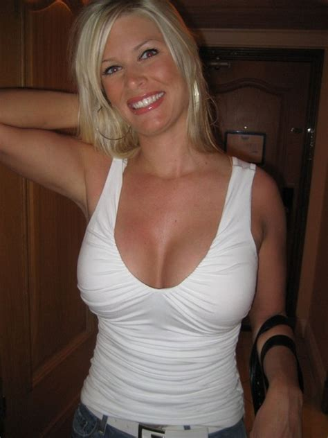 Sexy Blonde Amateur Milf Posing Zacs Free Blog