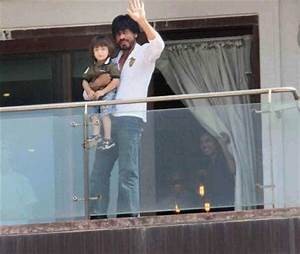 PHOTOS: Shah Rukh Khan meets fans outside Mannat, is ...