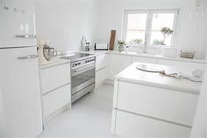 Weiße Arbeitsplatte Küche : wei e k che k che ohne griffe smeg k hlschrank wei er smeg smeg herd ~ Sanjose-hotels-ca.com Haus und Dekorationen
