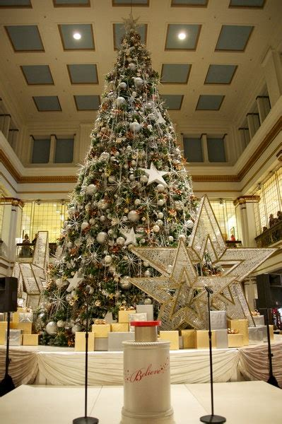 macy s christmas tree i m kinda obsessed with