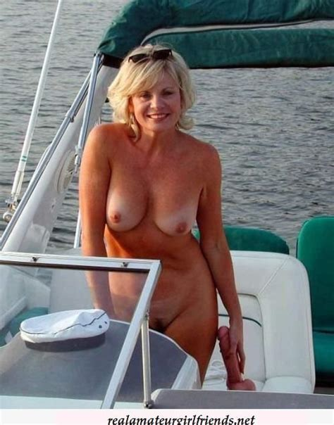 Topless Blonde Mom Porn Pic