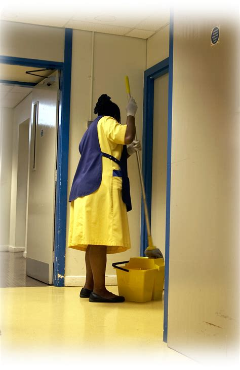 Office Cleaning: Office Cleaning At Night