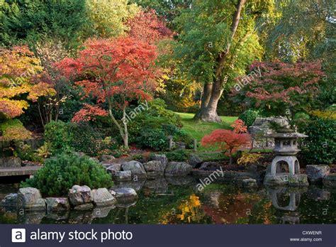 Japanischer Garten Im Herbst by Ahornb 228 Ume Im Herbst In Flammen Im Japanischen Garten