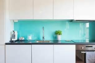kitchen backsplash glass tile küchenrückwand aus glas der moderne fliesenspiegel sieht