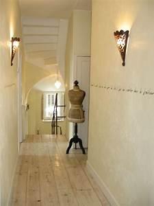 deco peinture entree couloir maison design bahbecom With decoration interieure couloir entree
