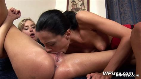 Pissing And Pussy Licking Sex Archive