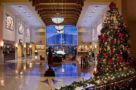 pick  perfect commercial christmas tree