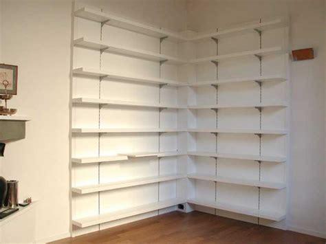 librerie angolo scaffali ad angolo in legno